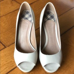 🔴AUTHENTIC🔴 Burberry Taupe Heels